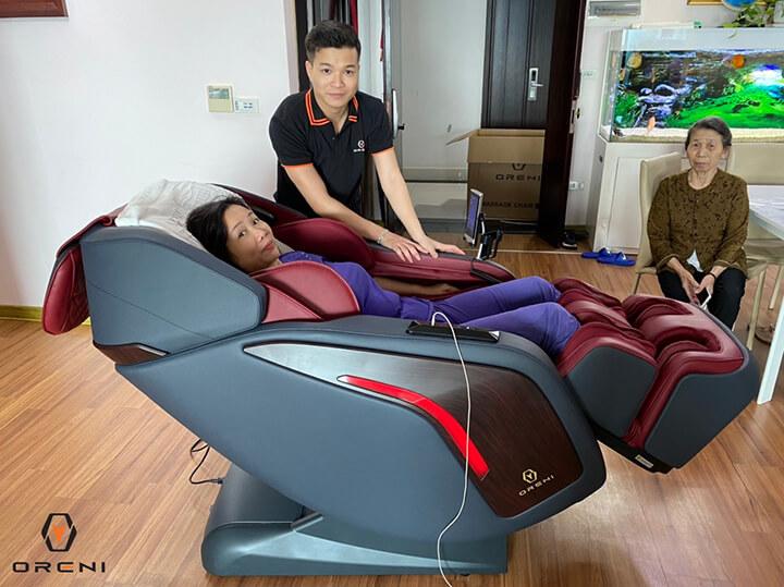 Lắng nghe kỹ các tư vấn mua ghế massage giúp bạn chọn được mẫu ghế ưng ý.