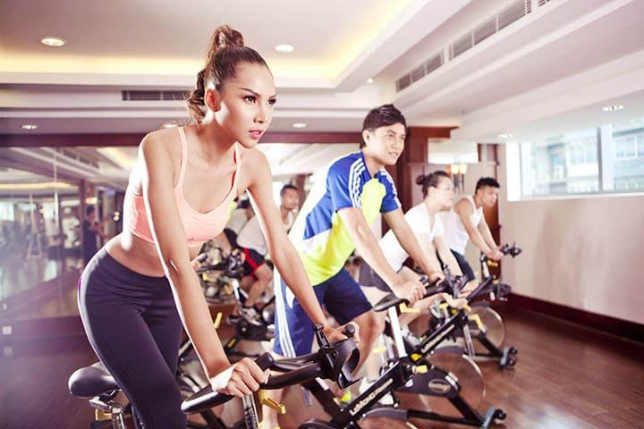 Xe đạp tập thể dục là dụng cụ tập luyện mô phỏng việc đạp xe thông thường