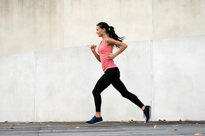 Một tư thế chạy chuẩn giúp bạn cảm thấy thoải mái, giảm tác động lên cơ thể và hỗ trợ chiều cao tốt