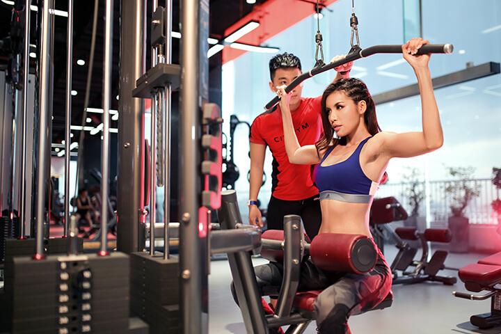 PT hướng dẫn cách tập Gym cho Gymer.