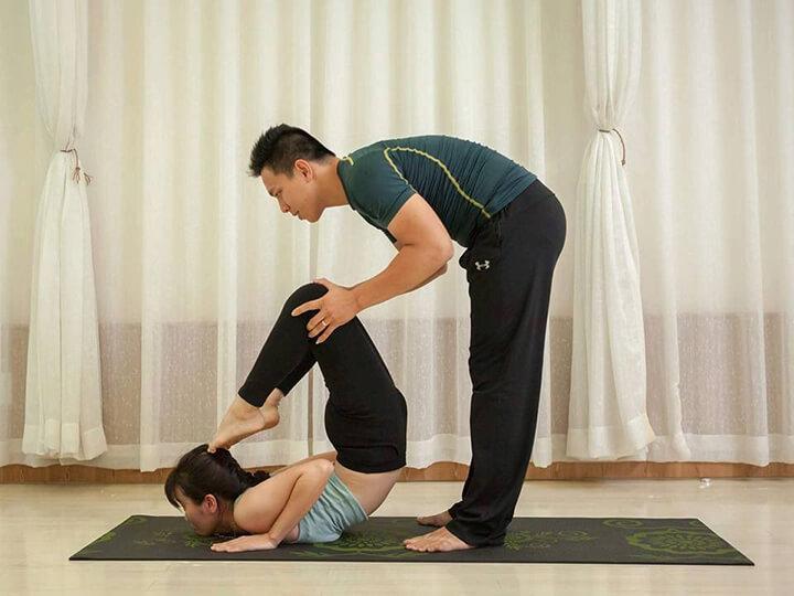 Có HLV hướng dẫn tận tình sẽ giúp bạn nhanh đạt mục tiêu tập Yoga tốt nhất