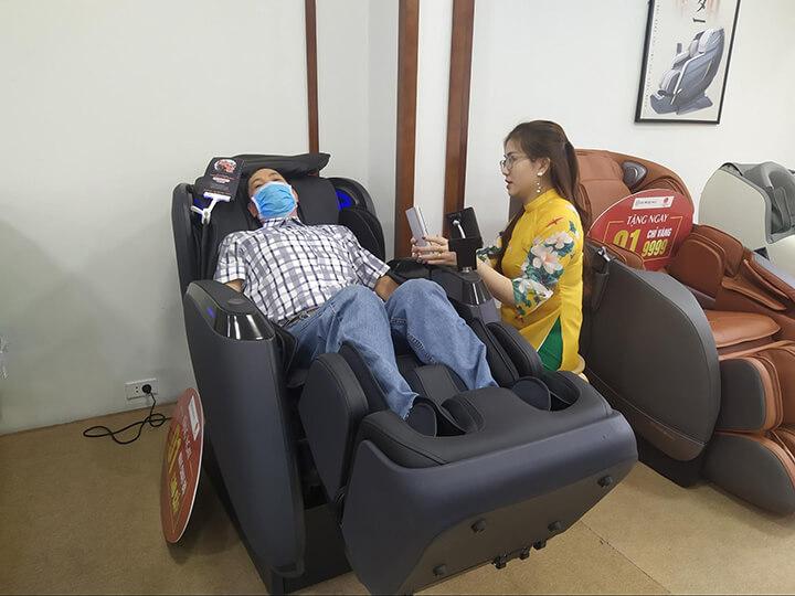 Ghế massage là chuyên gia chăm sóc cho người trung-cao tuổi