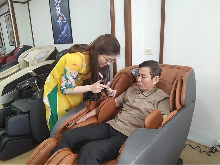 Ghế massage giúp thư giãn toàn thân, giảm nhức mỏi ở người trung, cao tuổi