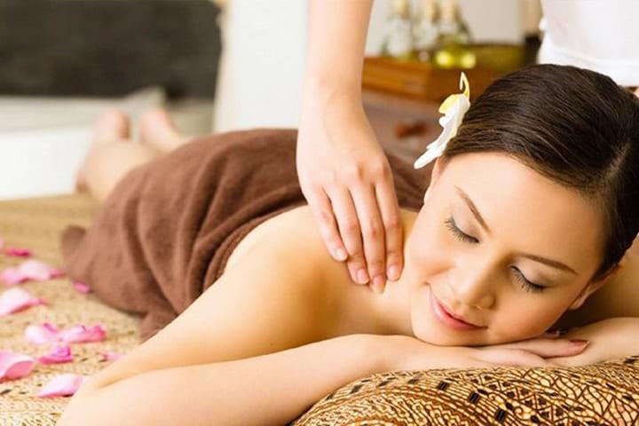 Bài tập xoa bóp với dầu massage giúp thư giãn tinh thần