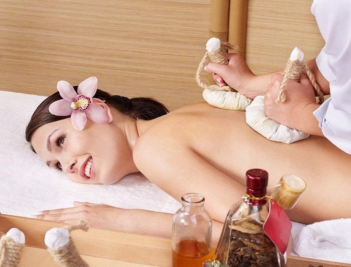 Massage là phương pháp được ưa chuộng sử dụng hiện nay