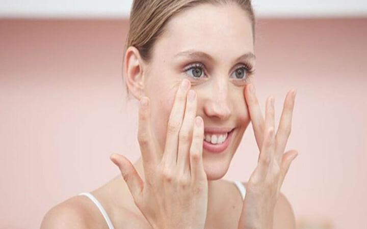 Giảm đau mỏi mắt nhờ cách massage mắt vô cùng đơn giản