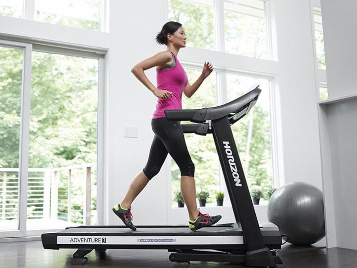 Tập máy chạy bộ cơ mang lại nhiều lợi ích cho sức khỏe.