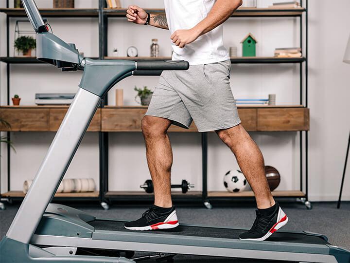 Máy chạy bộ cơ hoạt động chủ yếu dựa vào chuyển động của lực chân người tập.
