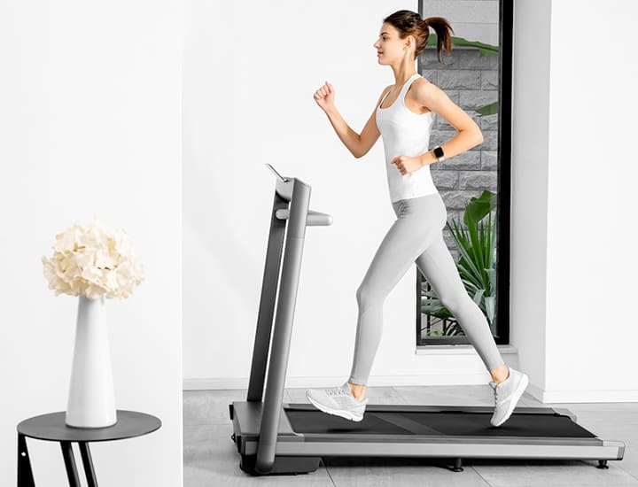 Bạn có thể dễ dàng tập luyện tại nhà với máy chạy bộ mini