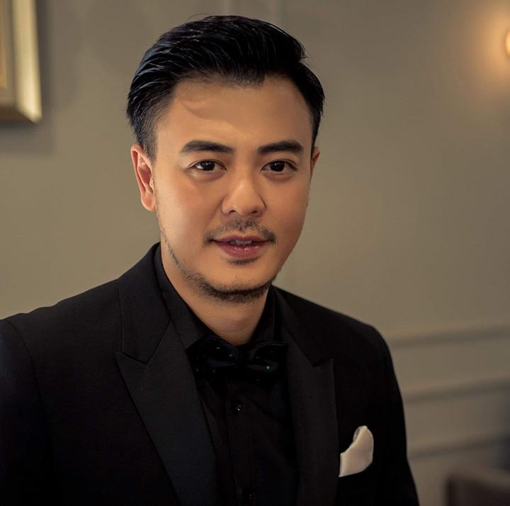 Tuấn Tú là gương mặt quen thuộc đối với khán giả Việt Nam qua nhiều vai trò như MC, diễn viên trên sóng truyền hình