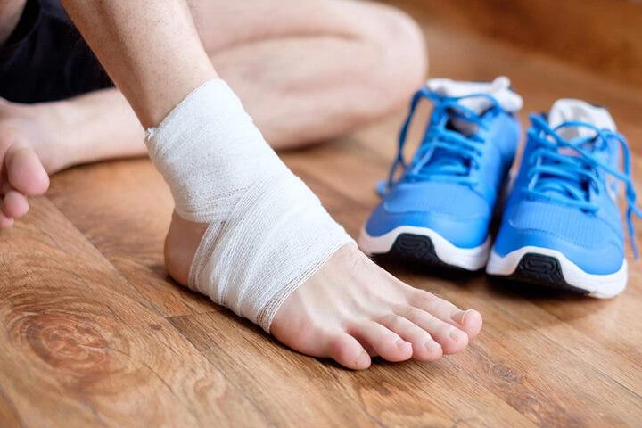 Đau mỏi cổ chân diễn ra ở nhiều nhóm tuổi, đối tượng chạy bộ.