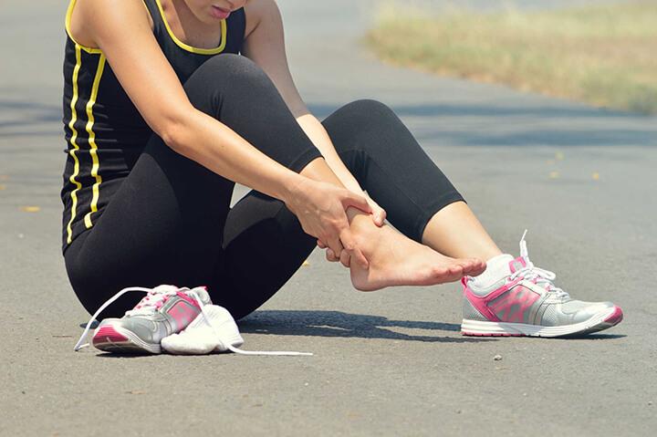 Tập luyện không điều độ sẽ khiến bạn dễ bị mỏi cổ chân khi chạy.