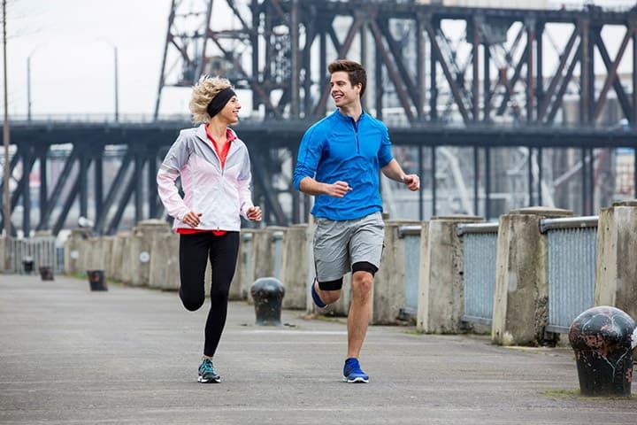 Lựa chọn trang phục thoải mái khi chạy bộ giúp nâng cao hiệu quả khi tập luyện