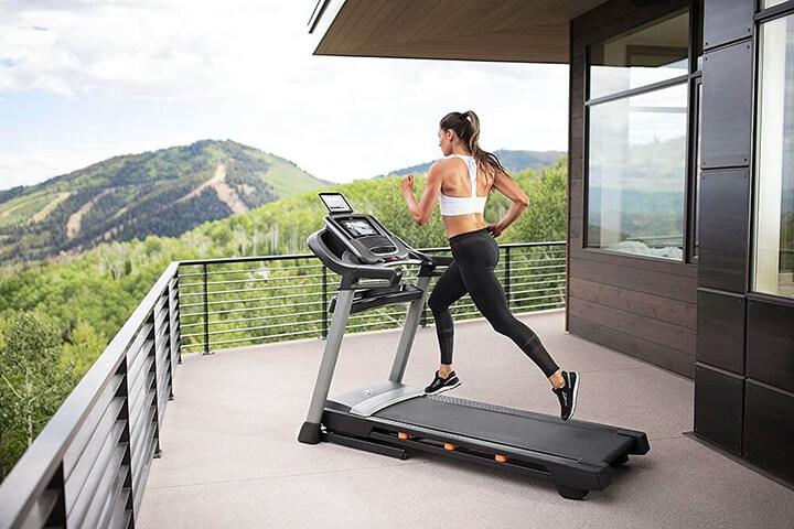 Sử dụng máy chạy bộ tại nhà giúp bạn chủ động được thời gian