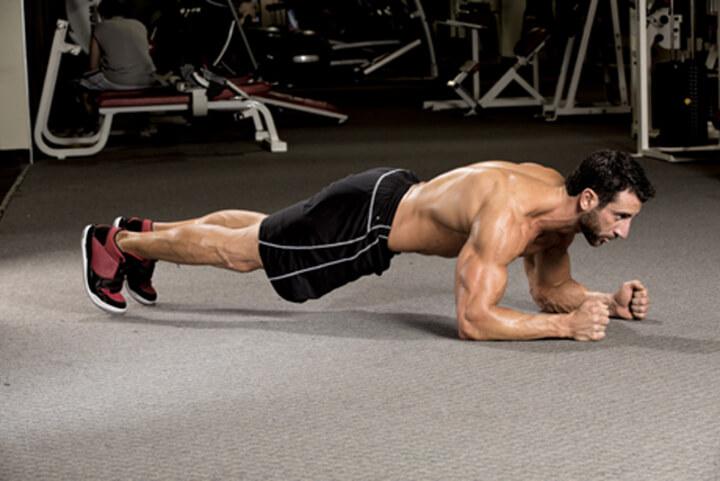 Buổi sáng là thời điểm rất nhiều người tập Plank