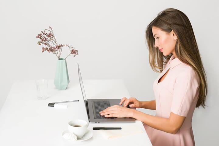 Tư thế ngồi thẳng lưng giúp giảm mỡ bụng hiệu quả
