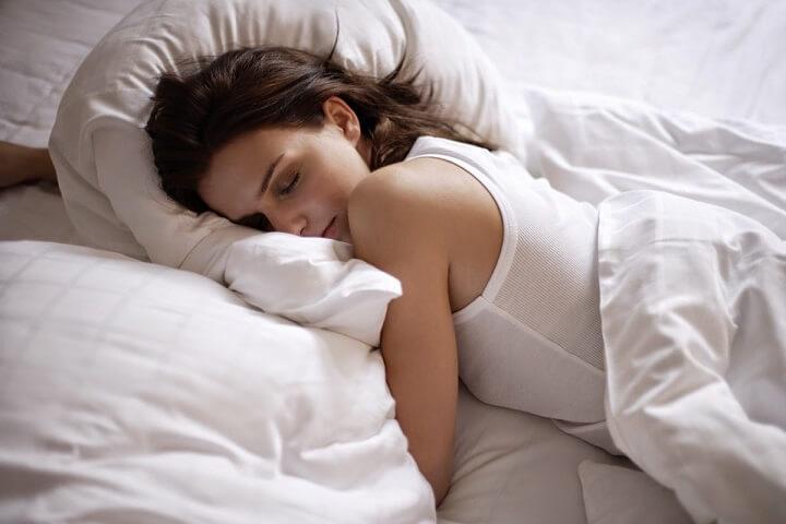 Giấc ngủ đóng vai trò rất quan trọng cho việc cải thiện cân nặng của bạn