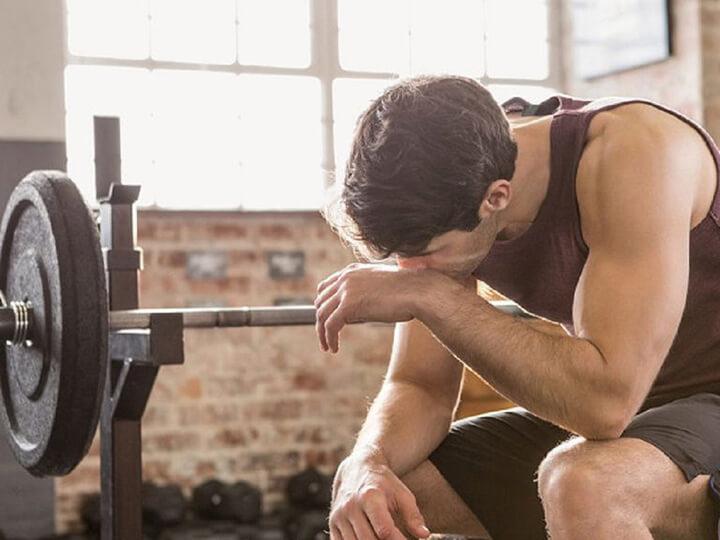 Tập luyện quá sức cũng là nguyên nhân dẫn đến đến đau vai gáy