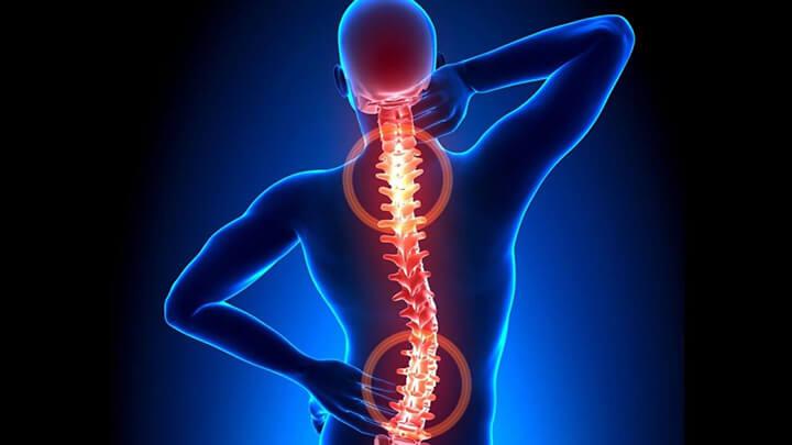 Người bị đau vai gáy có thể xuất phát từ nguyên nhân bệnh lý