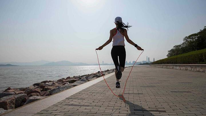 Nhảy dây là bài tập thể dục thể thao dễ thực hiện nhưng đem lại nhiều lợi ích.