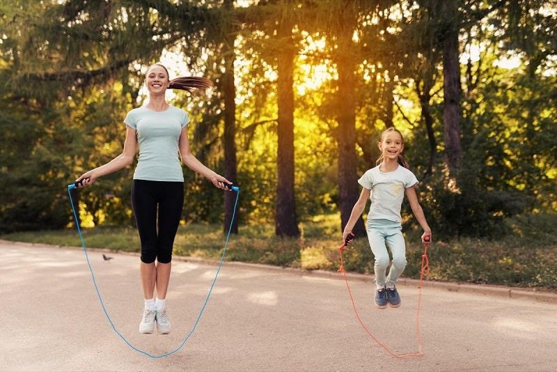 5 bài tập nhảy dây đúng cách để chân thon gọn hiệu quả