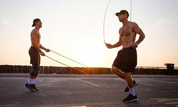 Bài tập tổng hợp này bạn cần nhảy dây đúng cách để giảm mỡ bụng và phải tập luyện lâu dài