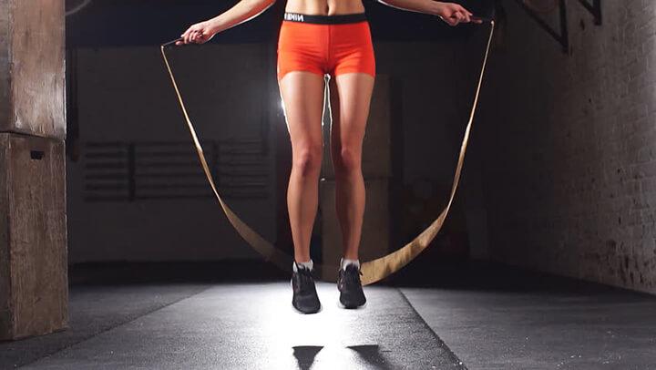 Nhảy dây là cách giảm mỡ bụng đơn giản khi thực hiện mà đem lại hiệu