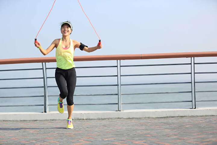 Nhảy dây từng chân là cách nhảy dây giảm mỡ bụng hiệu quả ngay tại nhà