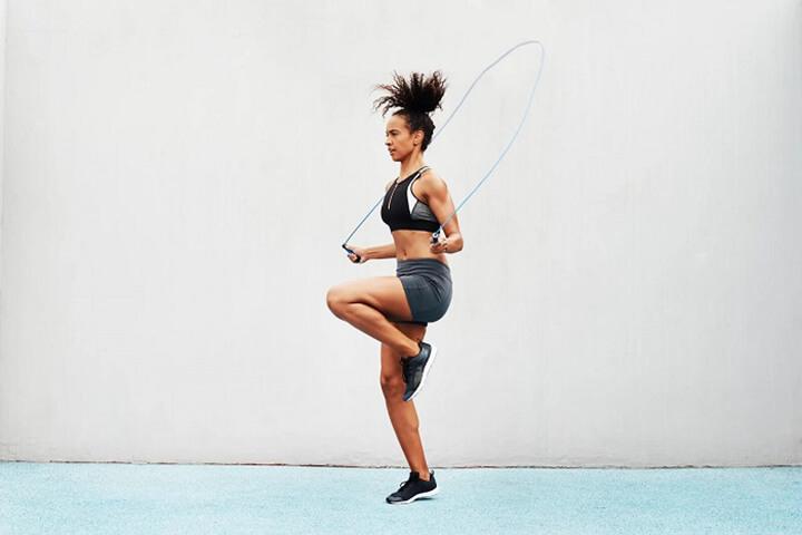 Bạn có thể nhảy dây vào bất kỳ thời điểm nào trong ngày, nên nhảy vào sáng sớm hoặc buổi chiều