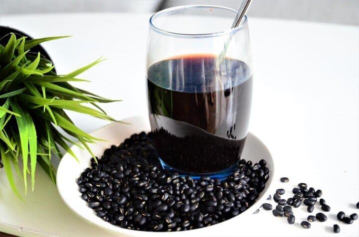 Khi đun bạn nên đun nhỏ lửa để tránh làm mất dinh dưỡng của đậu đen