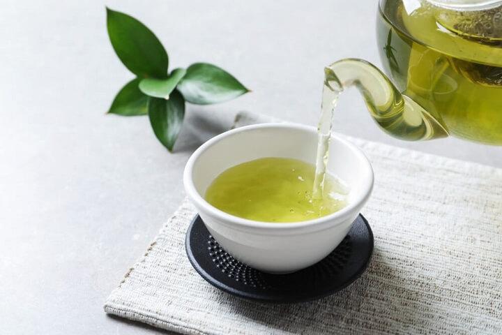 Uống trà xanh giúp tiêu hao mỡ thừa nhanh chóng.