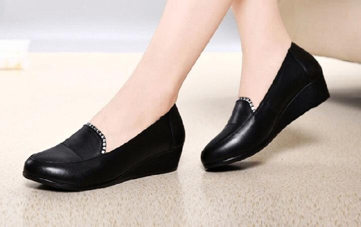 Tặng giày cho mẹ cũng là ý tưởng không tồi trong ngày Quốc tế Phụ nữ