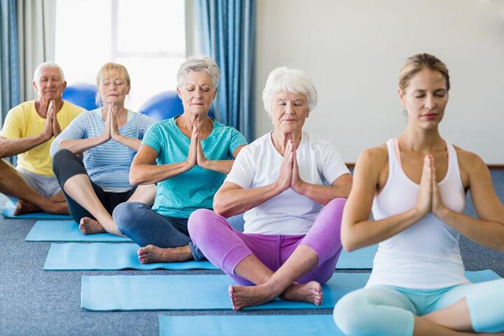 Tặng mẹ khóa học Yoga rất thiết thực để mẹ nâng cao sức khỏe
