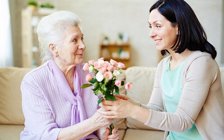 Bó hoa tươi thắm sẽ khiến các mẹ vô cùng cảm động