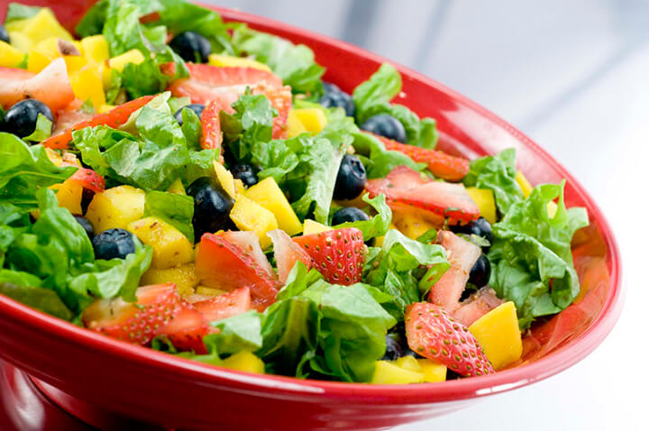 Salad là món ăn giúp giảm cân tốt mà nhiều người áp dụng