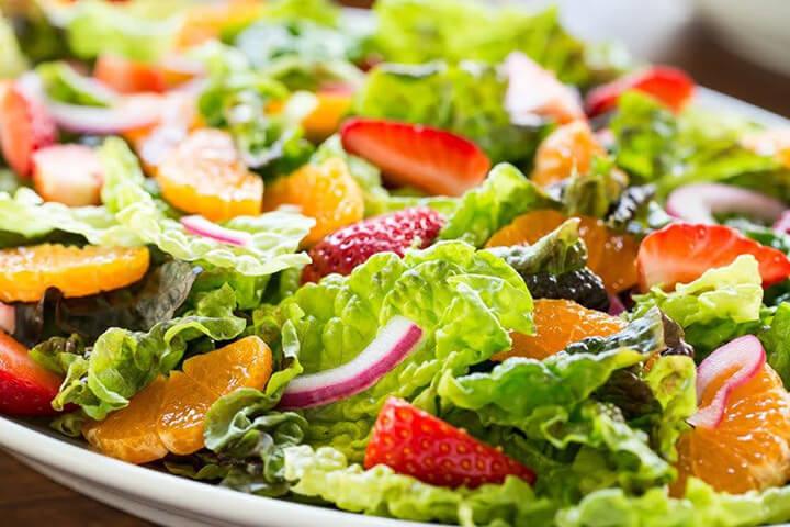 Xà lách trộn giấm là món salad cho người giảm cân dễ thực hiện, dễ ăn