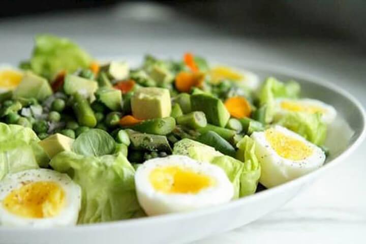 Món ăn salad trộn giảm cân trộn trứng vừa cung cấp protein cần thiết lại giàu chất xơ