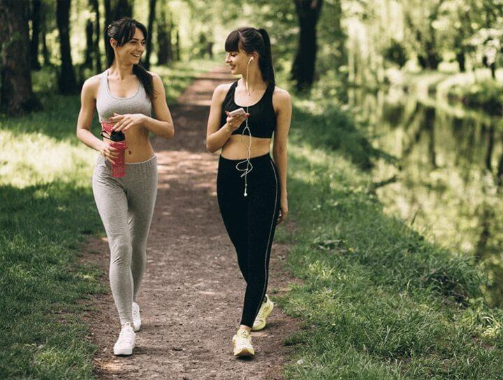 Đi bộ là hoạt động dễ dàng thực hiện, tốt cho phụ nữ sau sinh