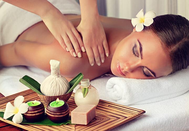 Massage truyền thống đến từ chuyên viên massage, được thực hiện ở các spa
