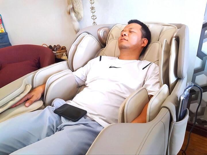 Bạn có thể sử dụng ghế massage ngay tại nhà