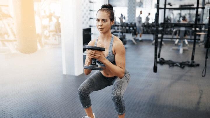 tập squat có to chân không