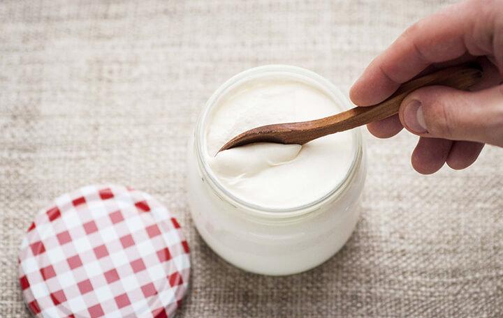 Ăn sữa chua không đường giúp hạn chế lượng đường hấp thụ vào cơ thể, giảm béo tốt hơn