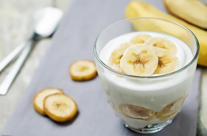 Sữa chua và chuối là món sinh tố giảm cân đơn giản, dễ làm