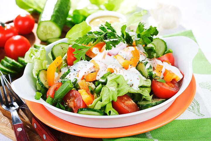Salad sữa chua là món ăn bổ dưỡng được các chị em yêu thích