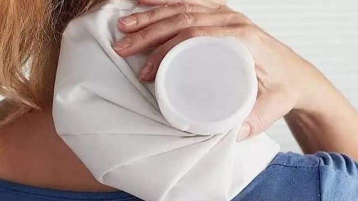 Tác dụng của chườm nóng giúp giảm đau mỏi vai gáy