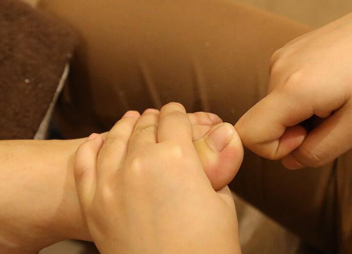 Massage chân đúng cách giúp bạn giảm đau cột sống rõ rệt