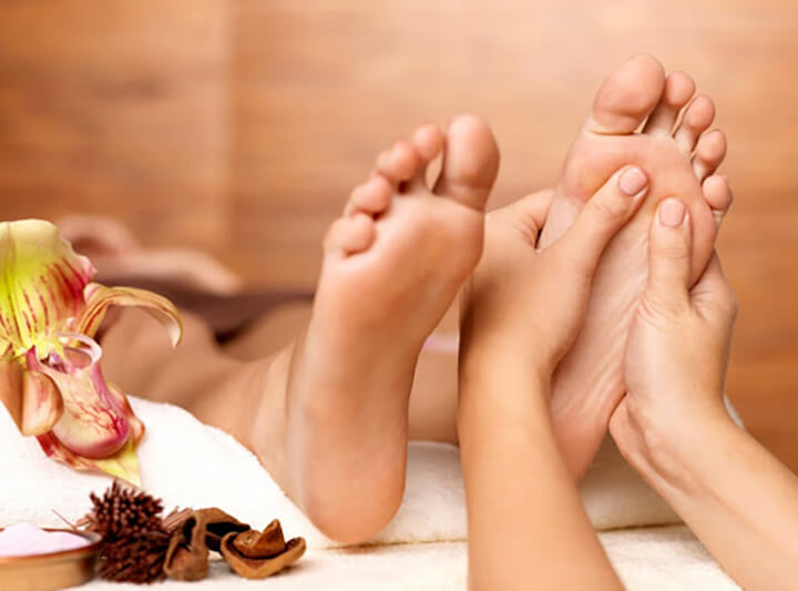 Massage chân giúp bạn ngủ ngon hơn