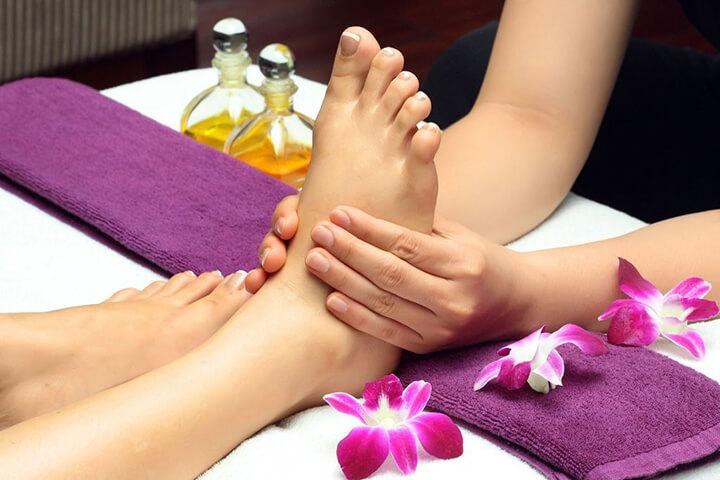 Thực hiện cách massage chân đúng cách giúp bạn cải thiện sức khỏe rất tốt