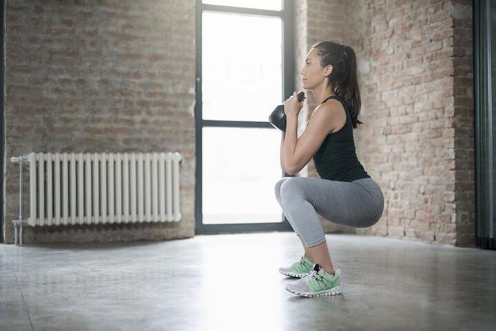 Squat đều đặn giúp bạn có cơ thể săn chắc hơn