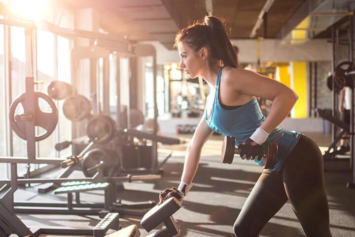 Tập thể hình đều đặn, đúng kỹ thuật giúp bạn giảm cân nhanh chóng.